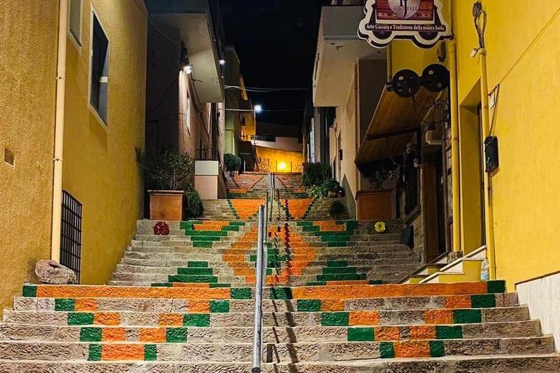 Alcune immagini della scala e di via Trieste decorata ( foto Tellini)