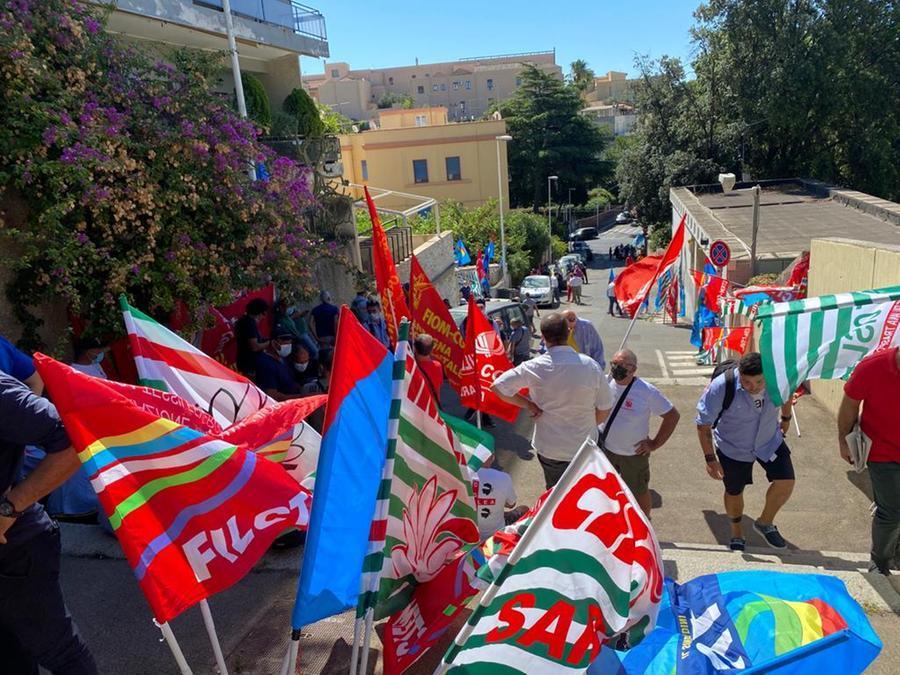 Sulcis, il sit-in davanti a Villa Devoto - L'Unione Sarda.it