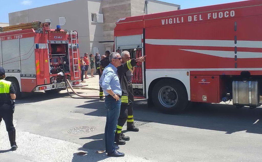 Le squadre anti-incendio a Fertilia, Alghero (Foto ufficio stampa del Comune)