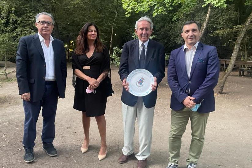 """Laconi:premiato Luigi Donà Dalle Rose, """"pioniere del turismo in Sardegna"""""""