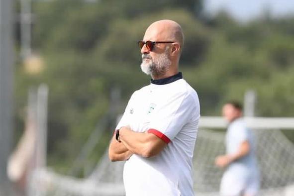 L'allenatore dell'Olbia Max Canzi a Buddusò (foto Olbia Calcio)