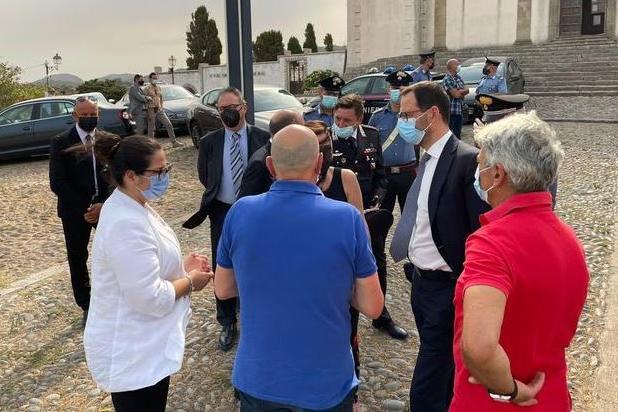 """Roghi, il ministro Patuanelli nel Montiferru: """"Lo Stato c'è e interverrà"""""""