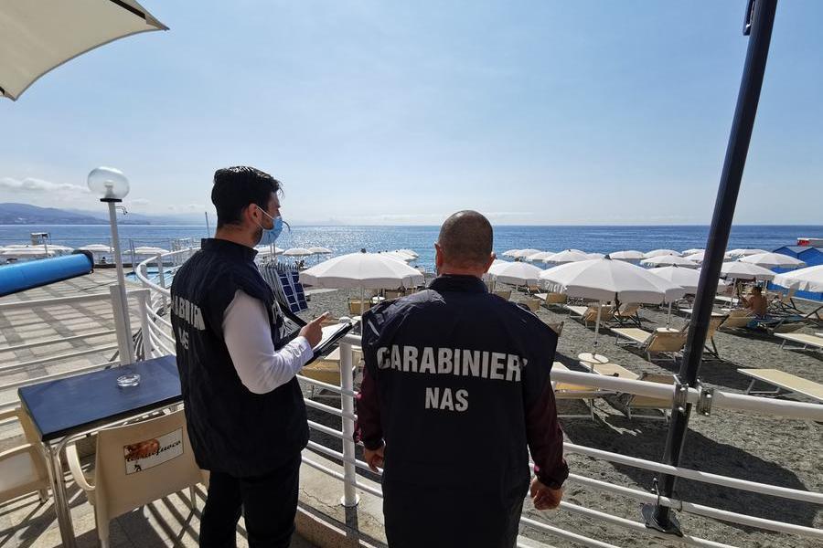 Controlli dei Nas negli stabilimenti balneari, irregolarità anche in Sardegna