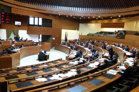 Legge Omnibus: la maggioranza ritira l'emendamento sui cda negli enti