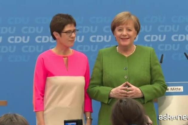 Le mani di Angela Merkel, ecco cosa significa il gesto più famoso della Cancelliera