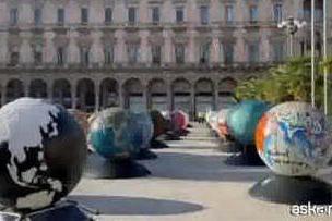 Milano, globi d'artista per immaginare un futuro sostenibile