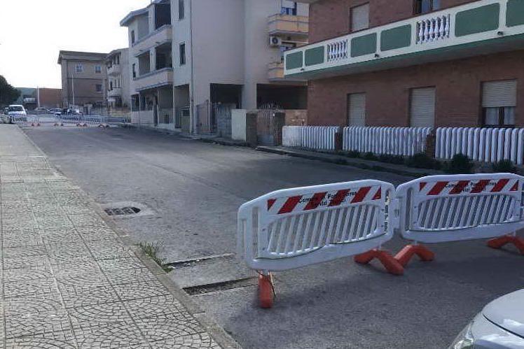 Porto Torres, volano tegole di eternit vicino alla scuola: strada chiusa