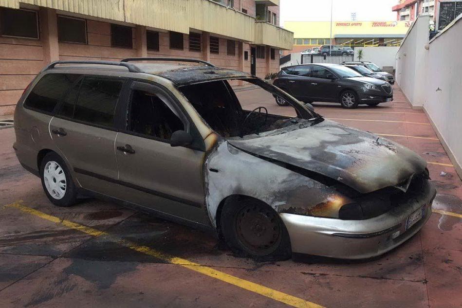 Sassari: incendiata l'auto di un consigliere comunale