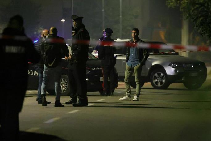 Donna uccisa a martellate dall'ex compagno in mezzo alla strada