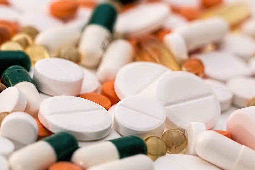 """Vitamine C e D vanno a ruba nelle farmacie: """"È la paura del virus"""""""