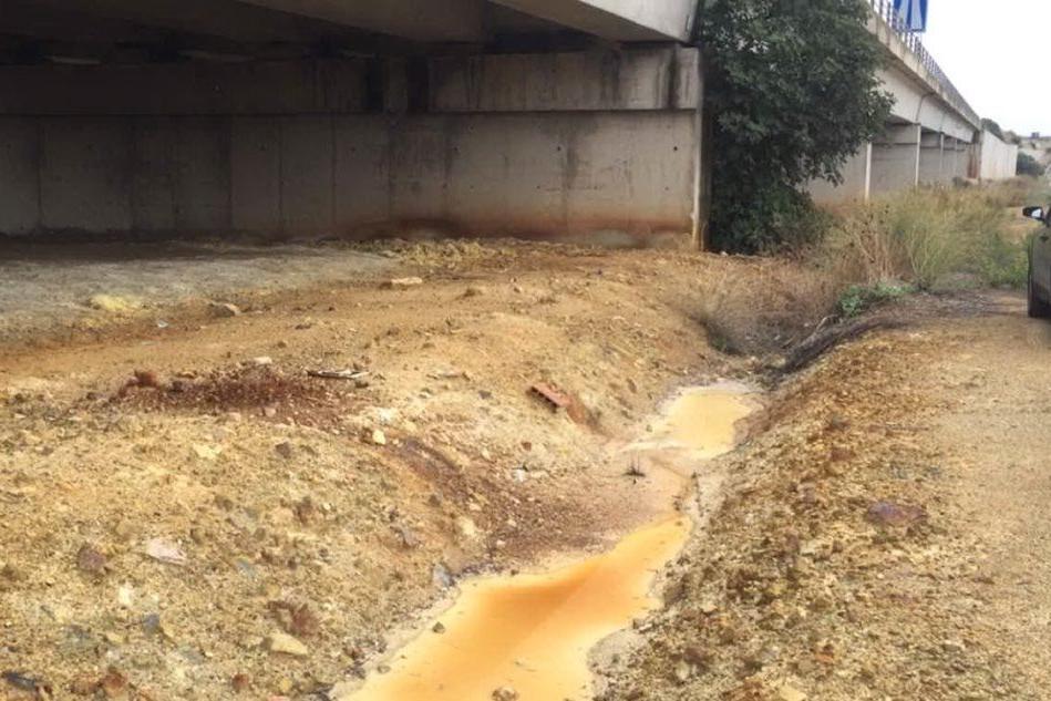 Il canale dei veleni sotto la statale 131