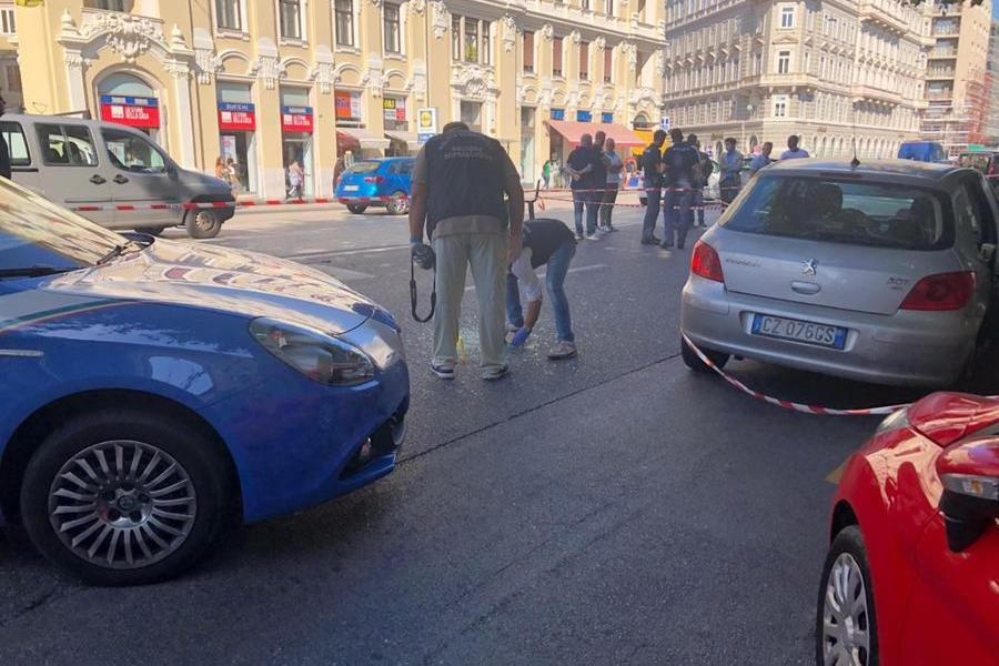 Sparatoria in centro a Trieste, almeno sette feriti