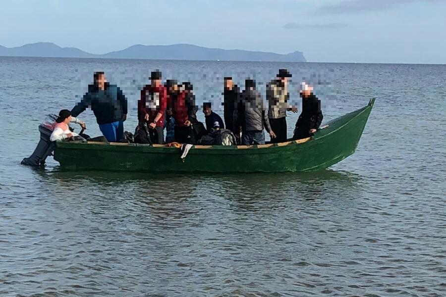 Uno sbarco di migranti (L'Unione Sarda - Scano)
