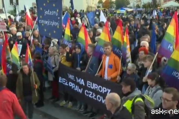 Proteste in tutta la Polonia: c'è chi dice no alla Polexit