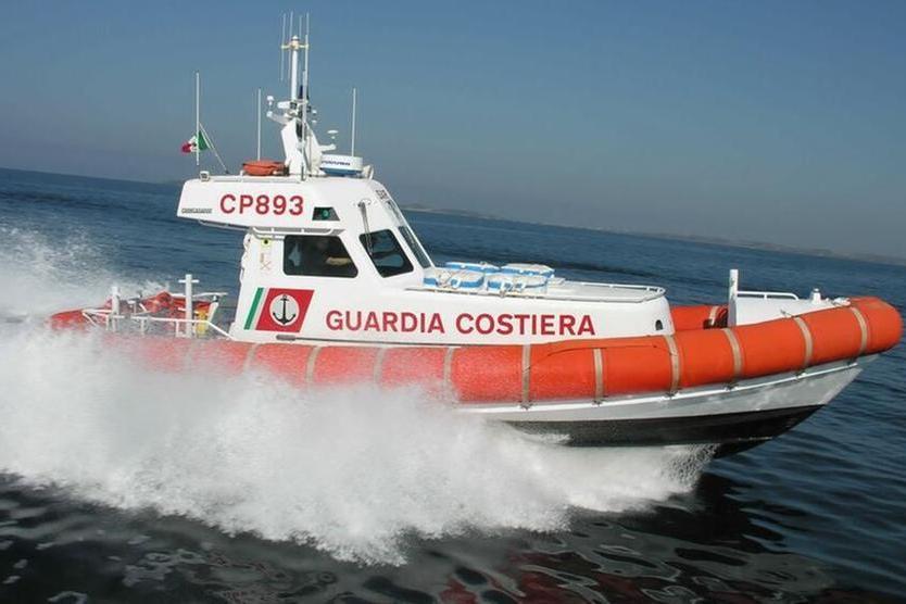 Porto Torres, diportisti in difficoltà: sette persone salvate