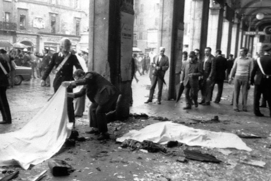La strage in piazza della Loggia a Brescia (Archivio L'Unione Sarda)