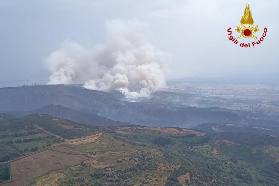 Il fumo degli incendi visto dall'elicottero