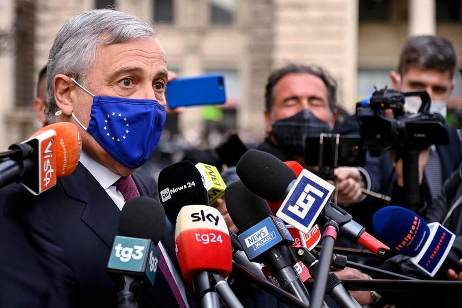 """Tajani: """"La famiglia non esiste senza figli"""". E la Pascale si dissocia: """"Ecco perché non voto più Fi"""""""