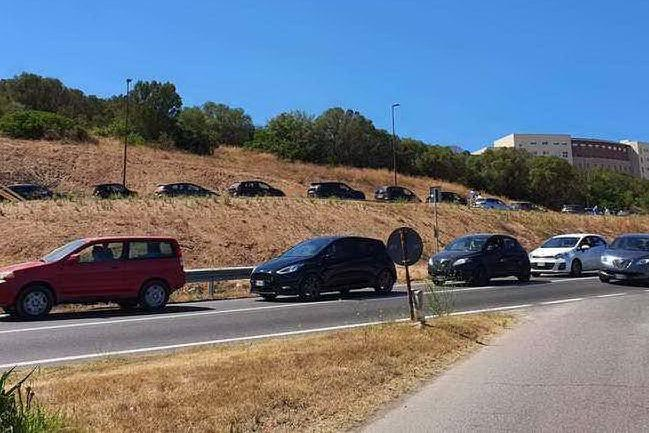 Ponte navale e aereo per il rientro dei turisti in isolamento in Sardegna