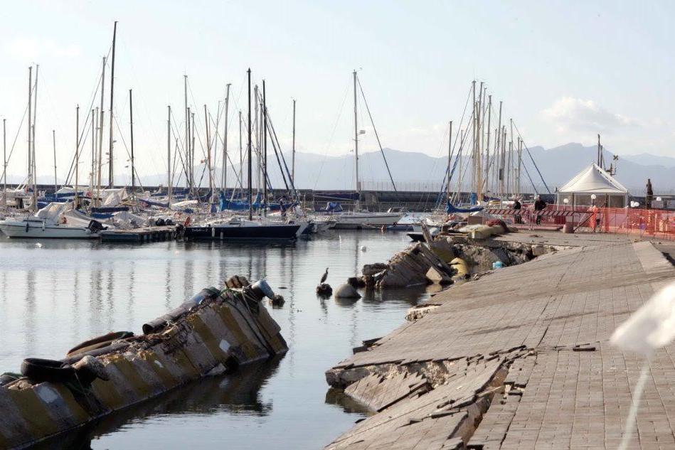 Cagliari, barchino con tre migranti approda a Su Siccu - Arrivi anche a Sant'Antioco