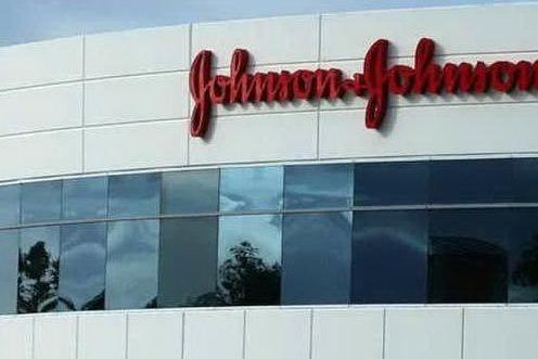Caso Floyd, il colosso Johnson & Johnson ritira i prodotti sbiancanti per la pelle