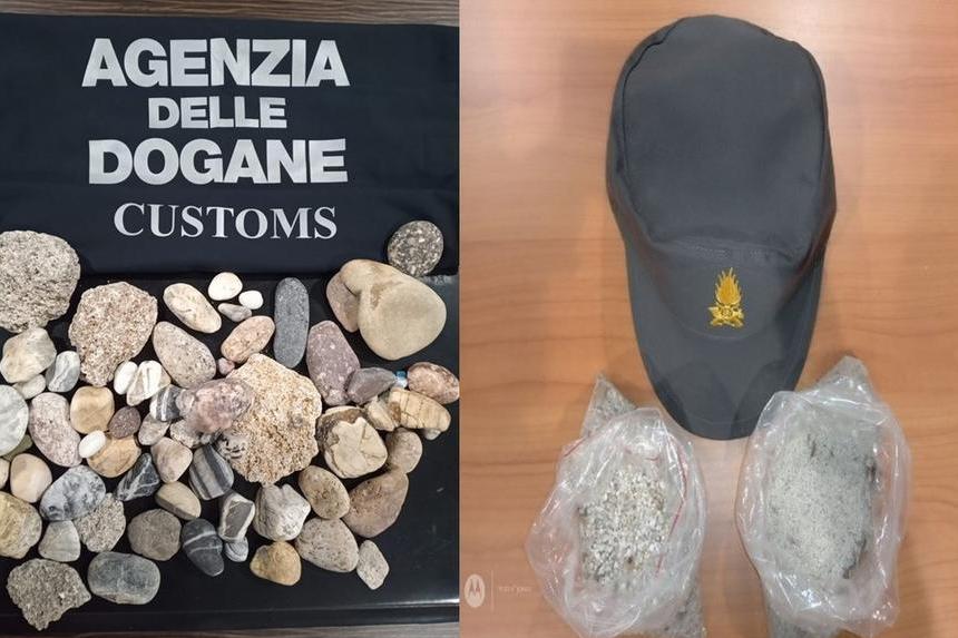 Alcuni oggetti sequestrati (foto ufficio stampa)