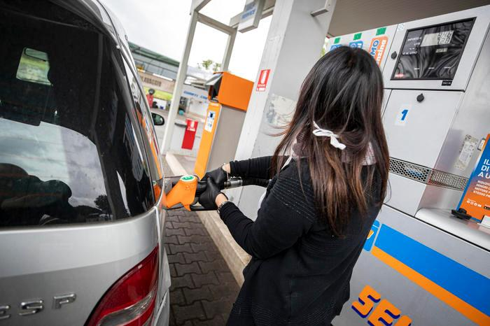 Carburanti, nuovo aumento: il gasolio tocca 1,6 euro al litro