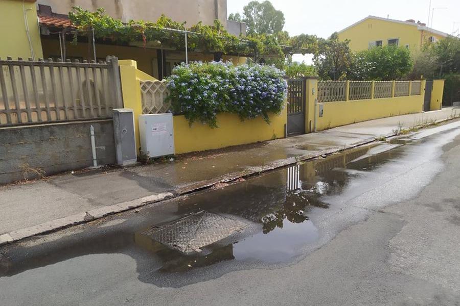 Perdita d'acqua a Carbonia, intervento in via Cannas
