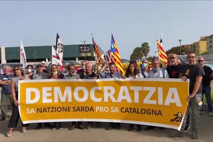 Sassari, indipendentisti davanti al Tribunale contro l'arresto di Puigdemont