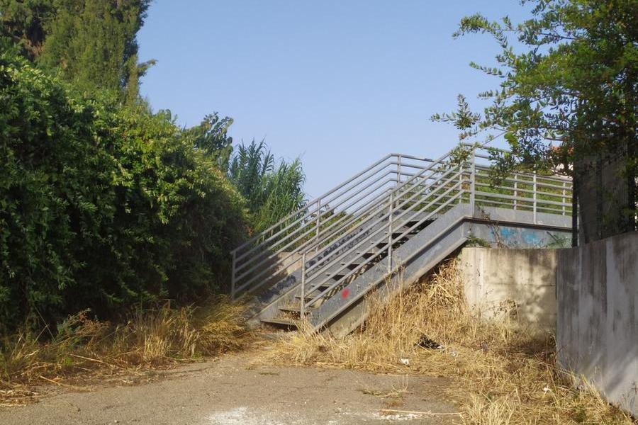Carbonia, il ponte sul Rio Cannas abbandonato a se stesso