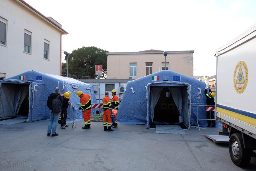 Le tende per il triage\u00A0(foto Ungari/archivio L'Unione Sarda)