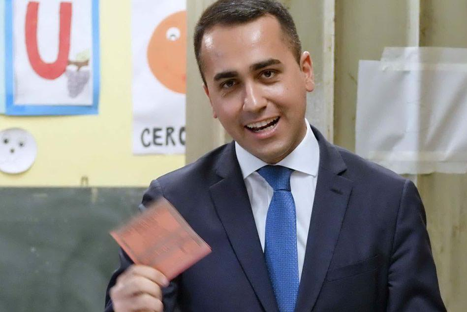 Europee, urne aperte fino alle 23: le foto dei leader al voto