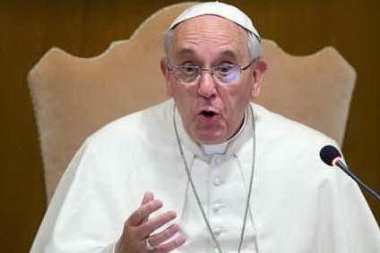 """Il monito del Papa: """"I governi affrontino con decisione la tratta di persone"""""""