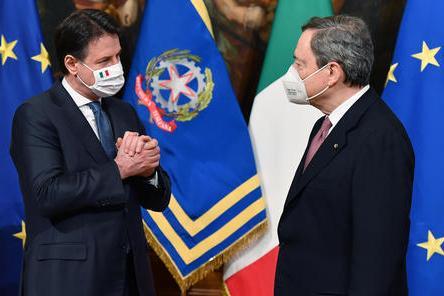 Mario Draghi e Giuseppe Conte (Ansa)