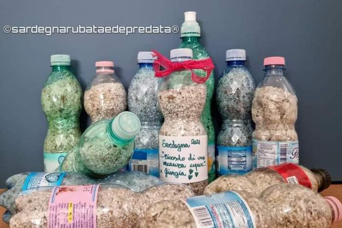 Quindici chili di sabbia rubata a Is Arutas sequestrati all'aeroporto di Cagliari