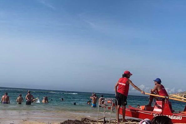 Oristano, i bagnini restano in spiaggia anche a settembre