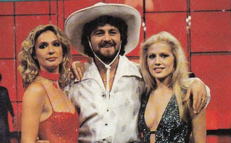 Con Loretta Goggi e Beppe Grillo (foto Wikipedia)