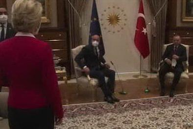 """Von der Leyen, Erdogan, e quella sedia mancante di un'Europa sempre più debole"""