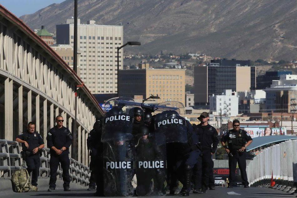 Trump schiera 5.200 soldati a confine con Messico