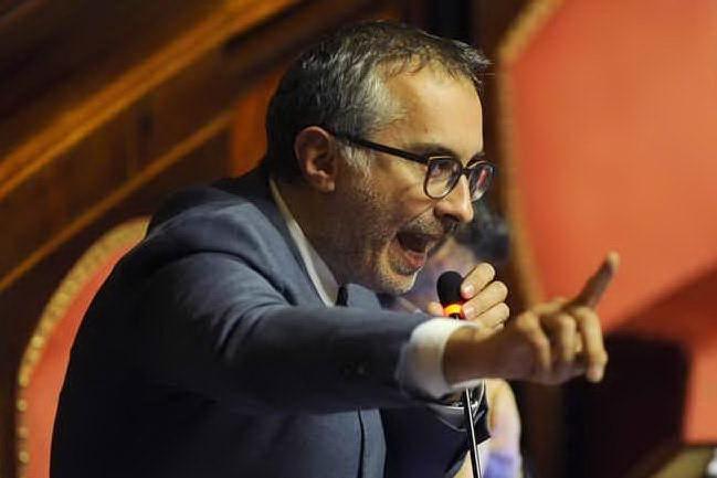 """Ciampolillo e il ritardo al Senato: """"Ero al telefono con l'amico Gaetano, parlavamo del voto"""""""