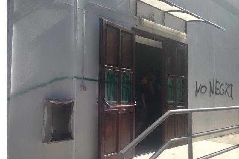 Porto Torres: svastiche e scritte razziste sui muri del Paglietti
