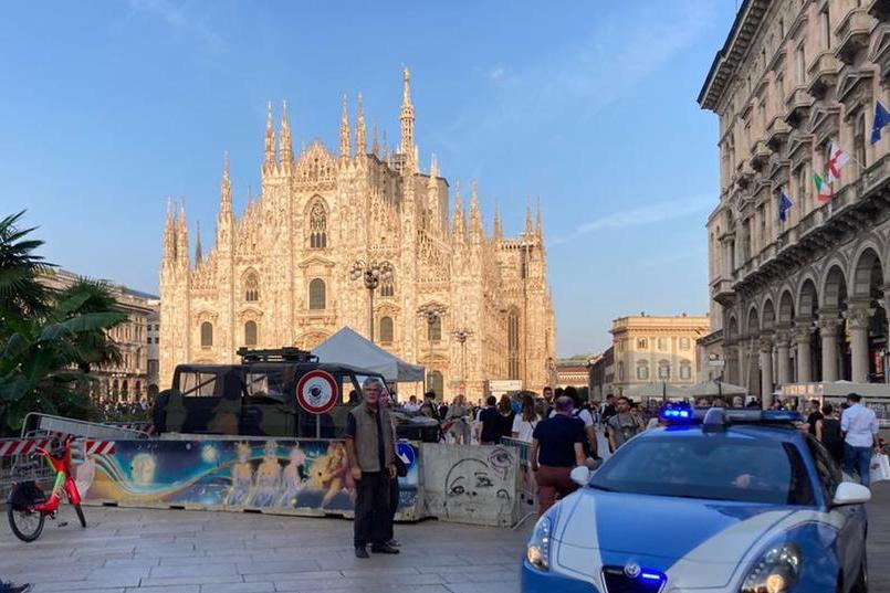 No Green Pass a Milano: momenti di tensione tra manifestanti e Polizia