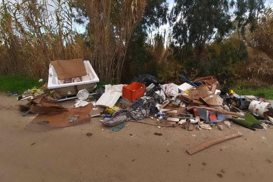 Quartucciu, amianto e rifiuti edili abbandonati nelle campagne di Sant'Isidoro