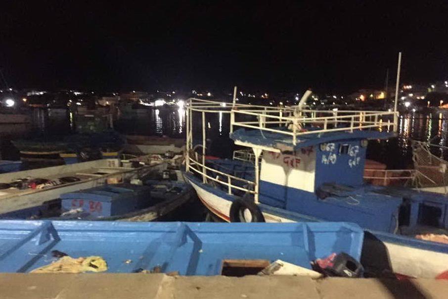 Migranti, nuovi sbarchi a Lampedusa. Nell'hotspot 248 persone