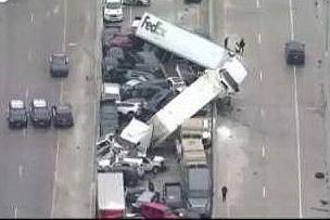 Maxi-incidente coinvolge 130 veicoli, sei morti