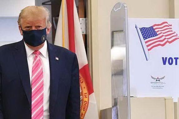 """Trump ha votato in Florida: """"Preferisco farlo di persona, sono all'antica"""""""