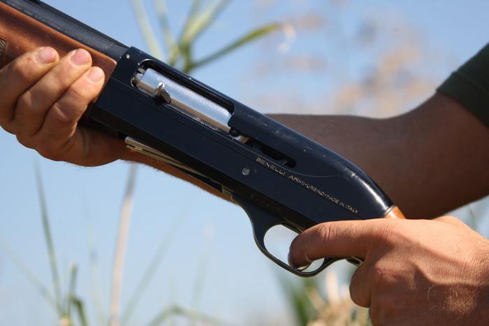 Scivola nei boschi e dal fucile parte un colpo: morto uncacciatore