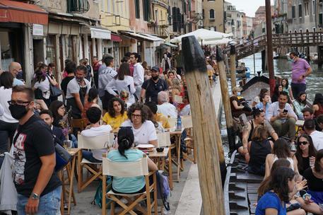 In Italia 7.188 nuovi contagi e34 morti in 24 ore