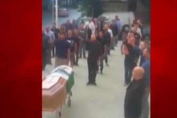 Sassari, saluto romano al funerale di Todini: l'Anpi è parte civile