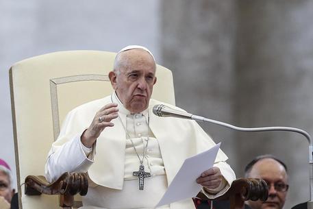 """Pedofilia nella Chiesa, il Papa: """"Atti crudeli, chiedere il perdono delle vittime"""""""